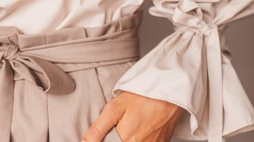 Bermudy damskie pasują do wielu letnich stylizacji. Zdjęcie ilustracyjne, Ekateryna Zubal/shutterstock.com
