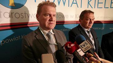 7 czerwca 2019. Konferencja prasowa w Powiatowym Urzędzie Pracy w Kielcach, na zdjęciu p.o. dyrektora Grzegorz Piwko i starosta Mirosława Gębski