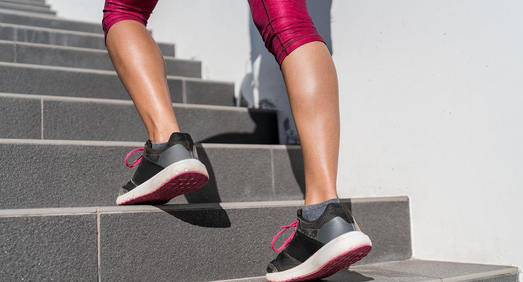 Jak wyszczuplić masywne łydki? 3 proste, ale skuteczne ćwiczenia na zgrabne nogi (zdjęcie ilustracyjne)