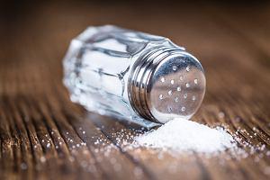 Sól - rodzaje, zalecana ilość oraz konsekwencje nadmiaru
