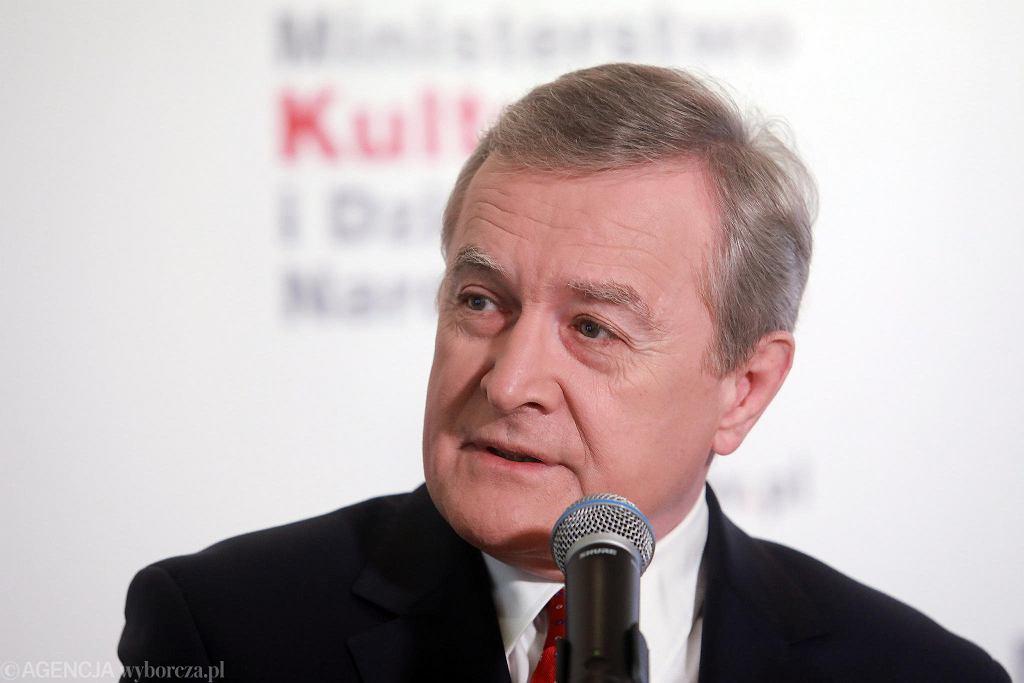 Minister kultury Piotr Gliński podczas poniedziałkowej konferencji prasowej zapowiadającej obchody 100-lecia Bitwy Warszawskiej.