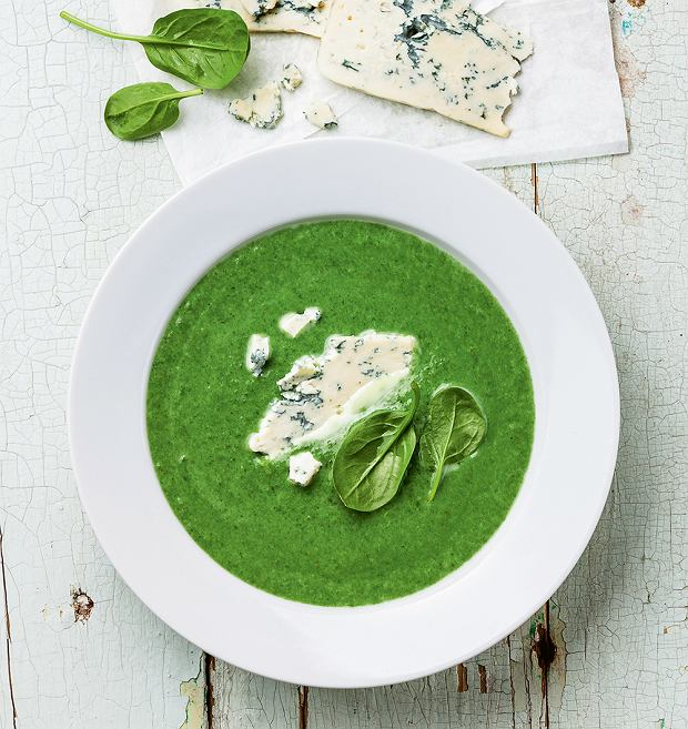 Zupa ze świeżego szpinaku zserem pleśniowym