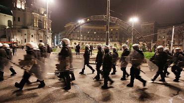 Marsz Niepodległości zamienił się w bitwę z policją