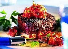 Steki z pieprzem i salsą z czerwonej cebuli - ugotuj