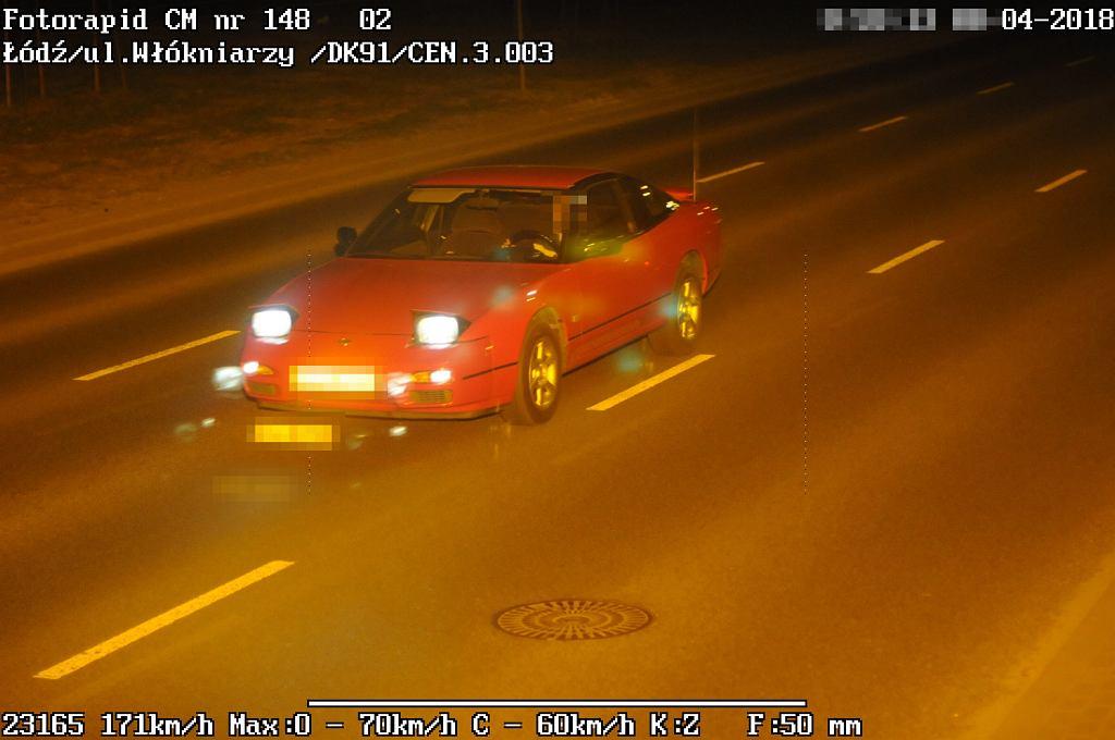 Nissan pędzi przez ulice Łodzi z prędkością ponad 170 km na h