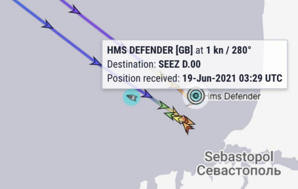 HMS Defender na radarze statków