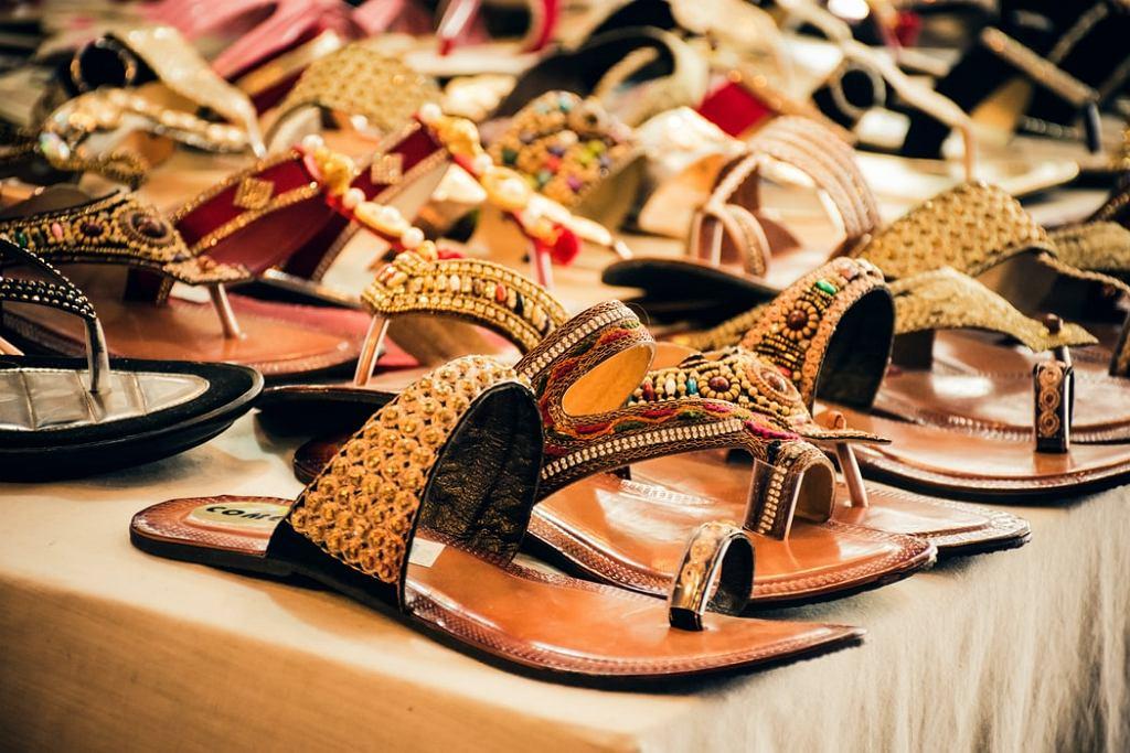 sandały na lato, zdjęcie ilustracyjne