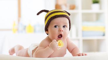 Smoczek dla noworodka musi być odpowiednio dobrany. Zdjęcie ilustracyjne