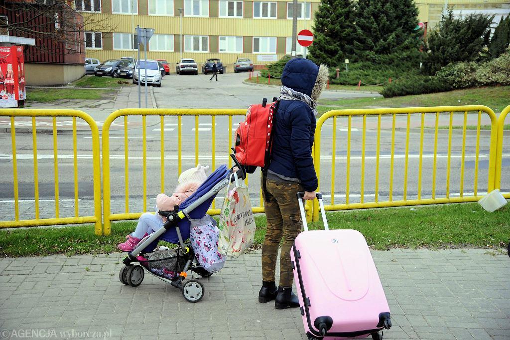 Police dzień przed ewakuacją. Niektórzy już w sobotę opuszczali swoje domy