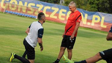 Marcin Robak i Dariusz Wdowczyk na treningu Pogoni