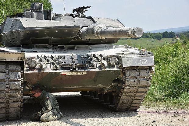 Polski Leopard 2A5. Na dachu wieży widać różne przyrządy służące załodze do obserwacji otoczenia i celowania. To one są najbardziej narażone na warunki atmosferyczne