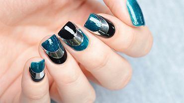 Efekt lustra może zdobić tylko detale na paznokciach. Zdjęcie ilustracyjne