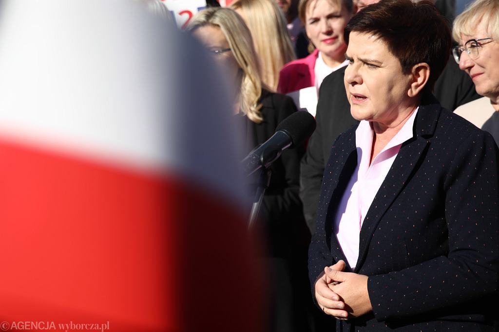 Beata Szydło podczas konferencji prasowej w Krakowie.