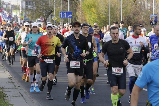 Zdjęcie numer 52 w galerii - Ponad 1200 biegaczy na starcie 37. Toruń Maraton, wygrał Łukasz Oskierko [ZDJĘCIA]