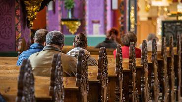 Strefa czerwona. Ile osób może być w kościele? (zdjęcie ilustracyjne)
