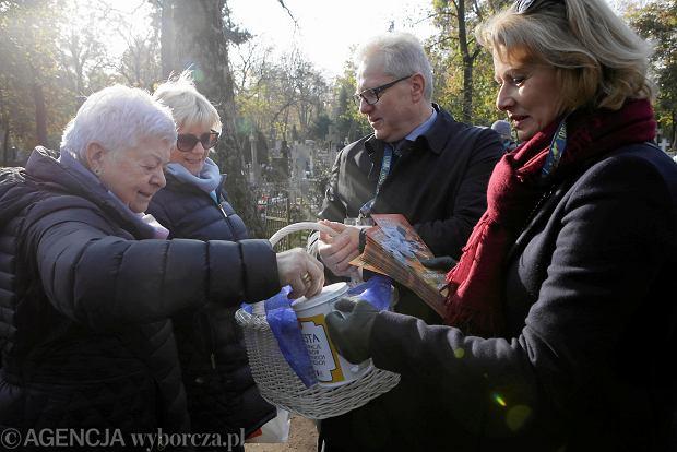 Zdjęcie numer 53 w galerii - Rekordowa kwesta. Na cmentarzu św. Jerzego w Toruniu udało się zebrać 23,5 tys. zł