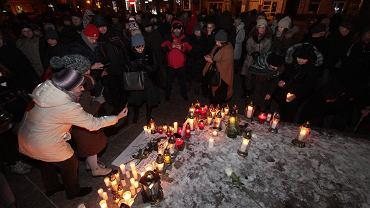 14.01.2019, Rynek w Kielcach. Milczący protest po zabójstwie prezydenta Gdańska Pawła Adamowicza