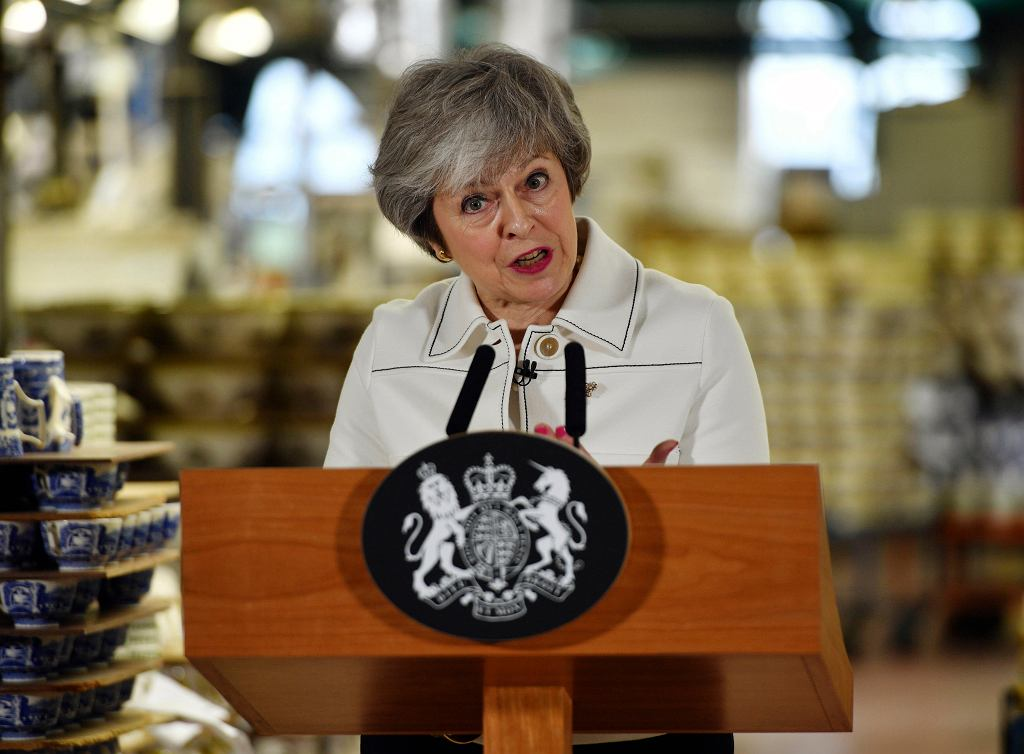 Theresa May przemawiająca w Stoke-on-Trent