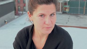 Lynn Steger Strong, autorka 'Niedostatku'