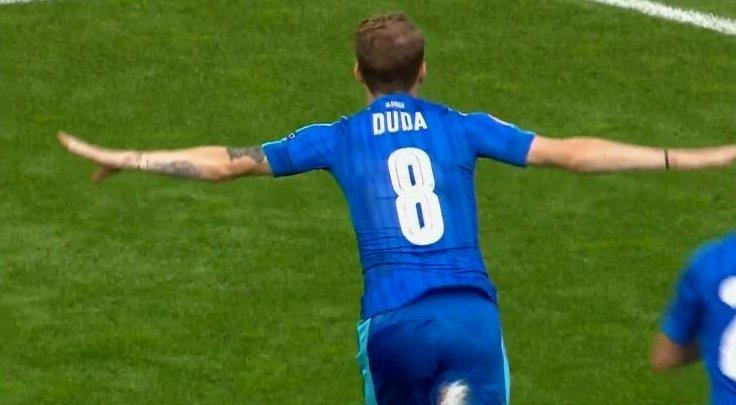 Ondrej Duda po golu z Walią