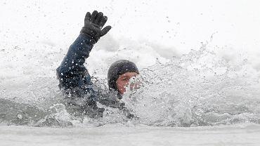 Ćwiczenia strażaków na rzece Wisłok (zdjęcie ilustracyjne)
