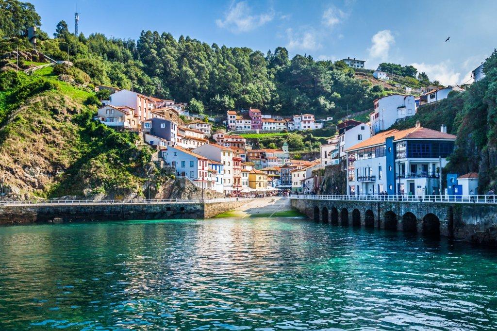 Cudillero, urocza rybacka wioska w hiszpańskiej Asturii.