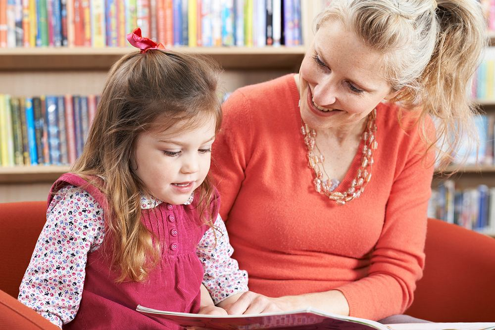 Opiekunki dla dziecka coraz rzadziej zatrudniane - wynika z danych ZUS