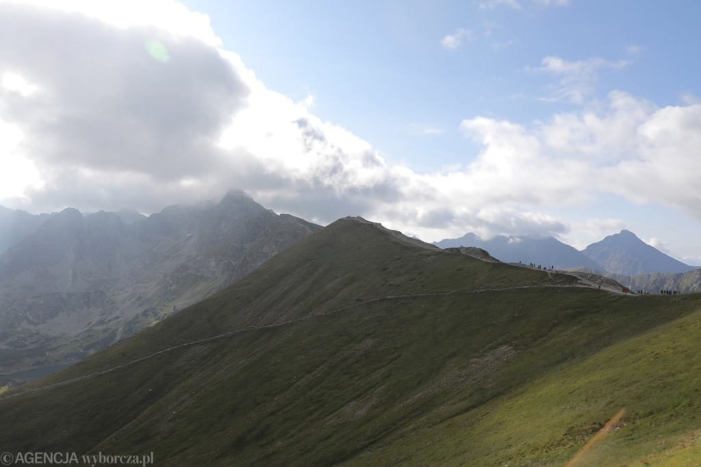 Turyści pomalowali sprayem skały w Tatrach. Teraz szuka ich policja