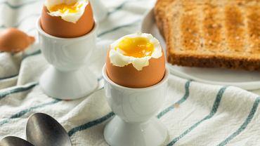 Jajko na miękko to ponadczasowy klasyk. Doskonałe na śniadanie i kolację.
