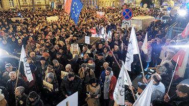 Manifestacja przeciwników zmian w sądownictwie