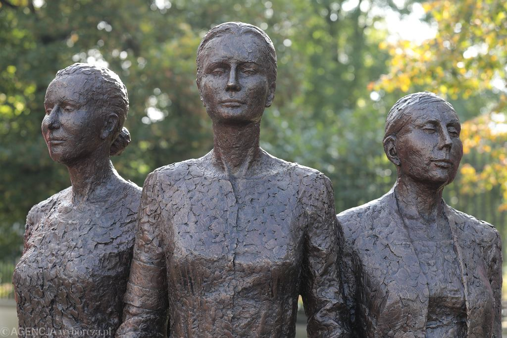 Pomnik Kobietom Powstania Warszawskiego odsłonięty