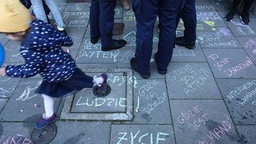 8 października. Policja ponownie przed krakowską siedzibą PiS