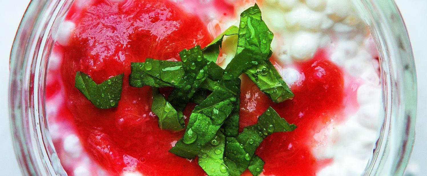 Tapioka z sosem rabarbarowym
