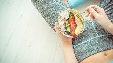 Białko jest budulcem dla mięśnie. Po treningu zjedz posiłek składający się z białka i węglowodanów