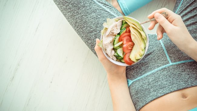 Chcesz szybko schudnąć z brzucha? Wprowadź w diecie trzy zmiany