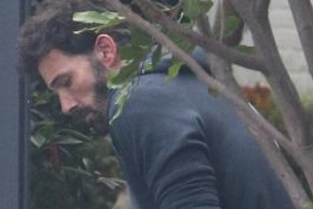 Dosyć niedawno w mediach pojawiły się informacje, że Ben Affleck i Ana de Armas rozstali się. Na najnowszych zdjęciach paparazzo widać, że aktor jeszcze nie poradził sobie z zerwaniem.