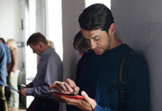 Mężczyźni też używają aplikacji menstruacyjnej na telefon. Nie zgadniecie, po co