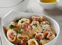 Makaron paccheri z pomidorkami, bazylią i ricottą (paccheri con pomodorini caramellizzati, basilico a ricotta) - ugotuj
