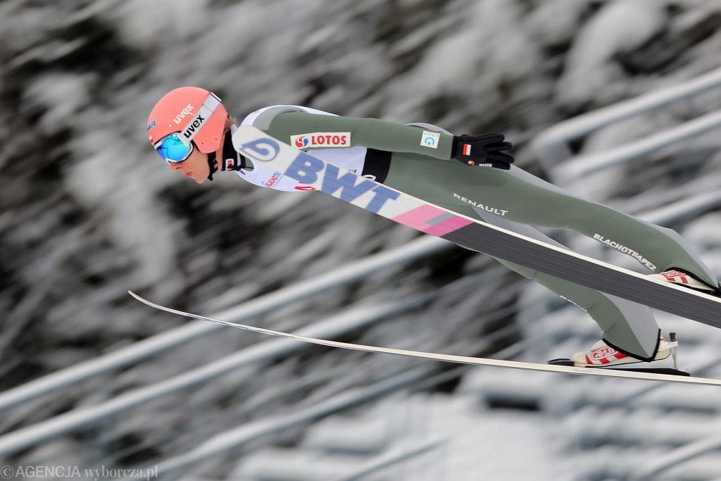 Dawid Kubacki podczas konkursu Pucharu Świata w skokach narciarskich