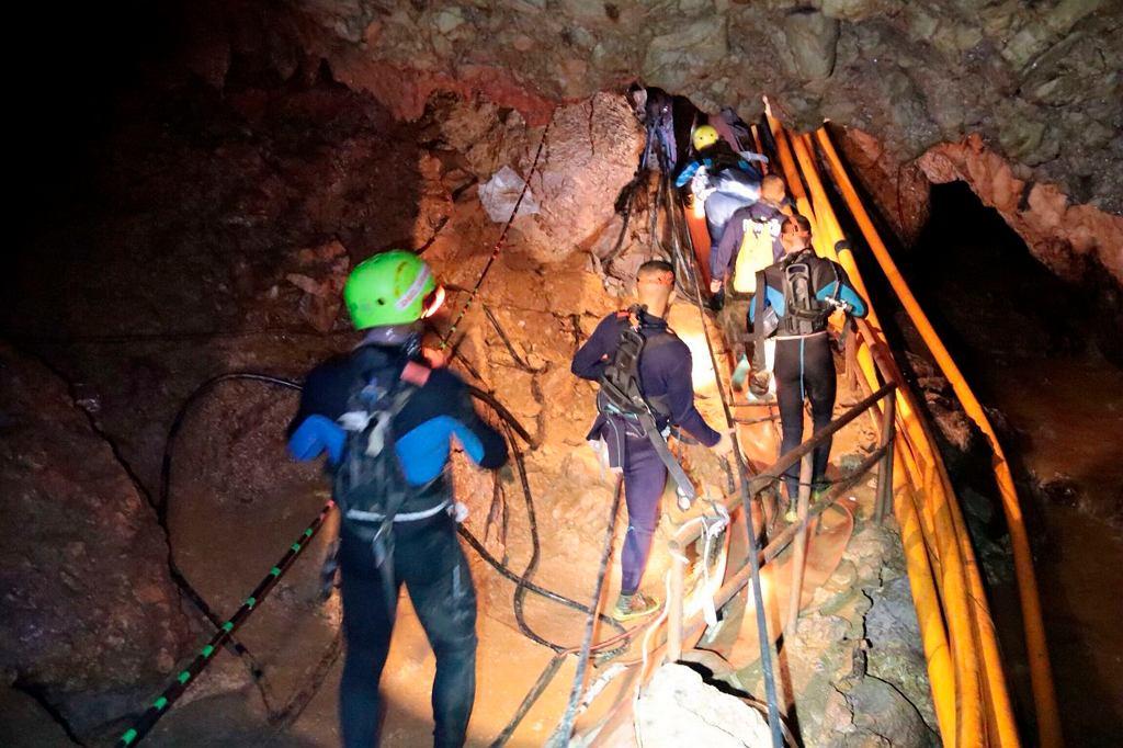 Tajlandia. Jaskinia, gdzie uwięzionych jest 12 chłopców i trener