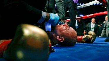Szpilka po nokaucie długo leżał, zajmowali się nim lekarze. Polak ppojrzał na chwilę na Kamilę, swoją dziewczynę, całą walkę przeżywała, płakała podrywała się na równe nogi, a po nokaucie przeskoczyła do ringu