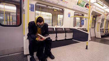 Pandemia koronawirusa. Puste londyńskie metro, 16 marca 2020 r.