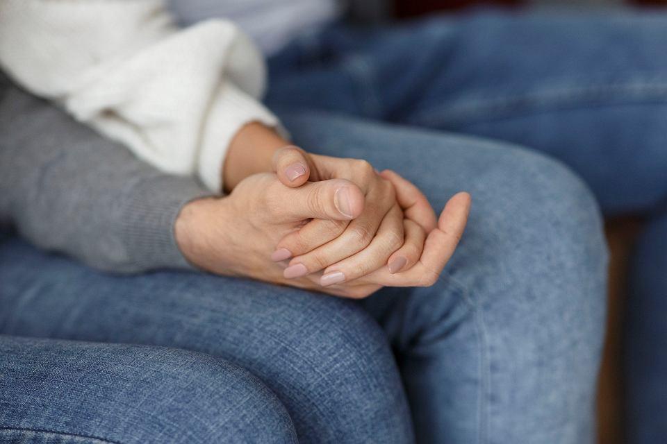 Miłość w związku powinna się opierać na intymności. To przyjazne uczucia wobec partnera, wspólny świat oraz sposób reagowania na kryzysy.