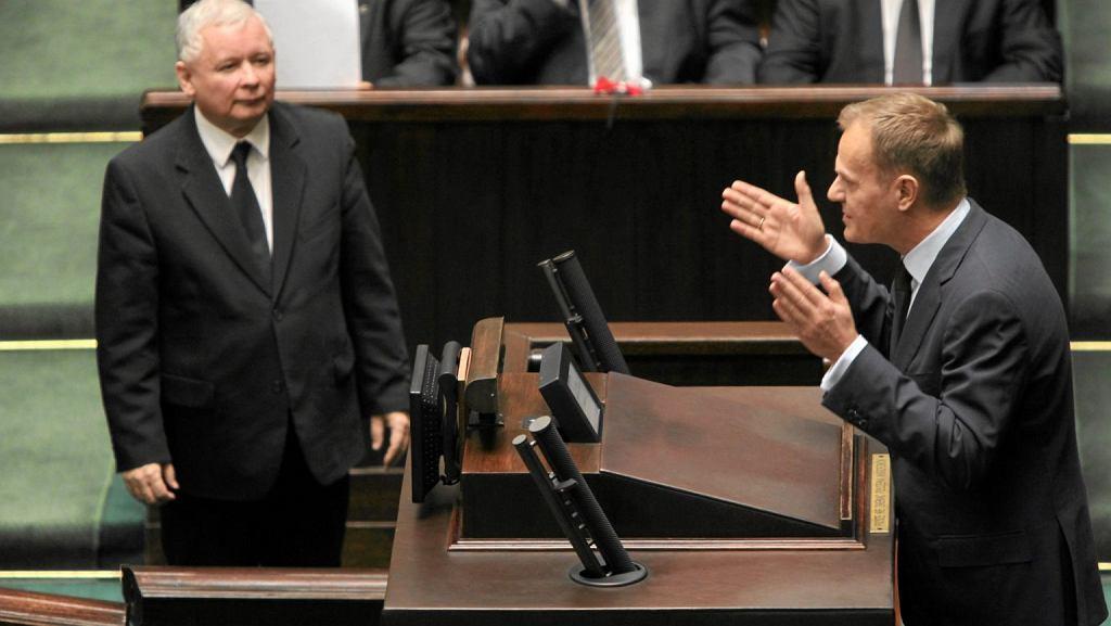 Jarosław Kaczyński i Donald Tusk w grudniu 2010 roku