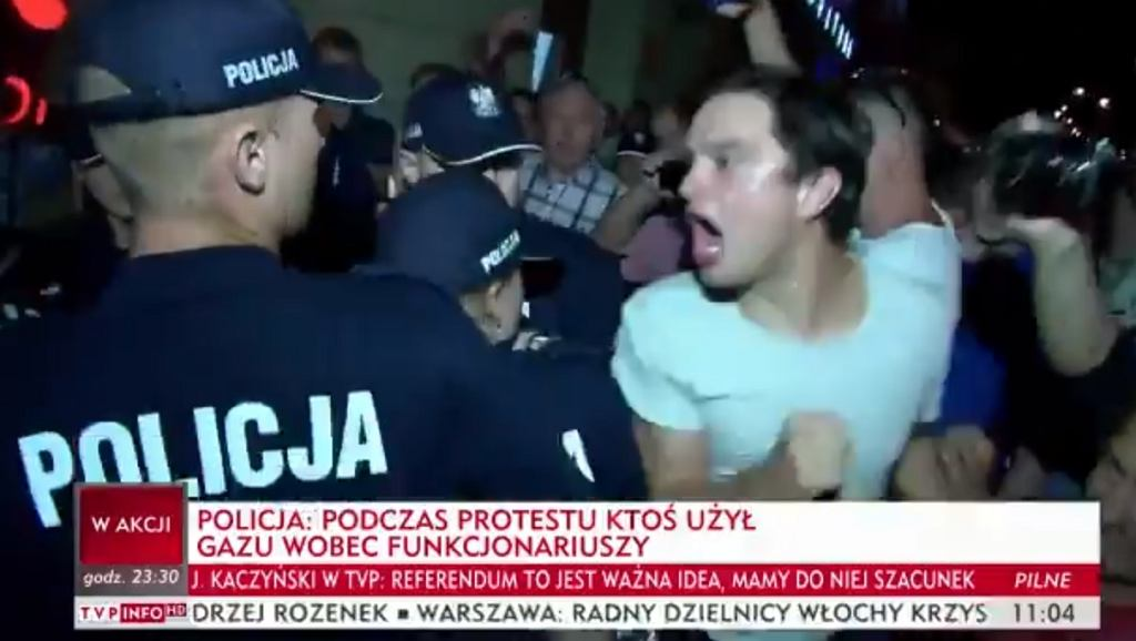Przepychanki z policją po demonstracji ws. zmian w sądach