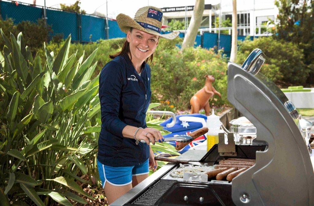 Agnieszka Radwańska zajmuje się grillem z okazji Dnia Australii