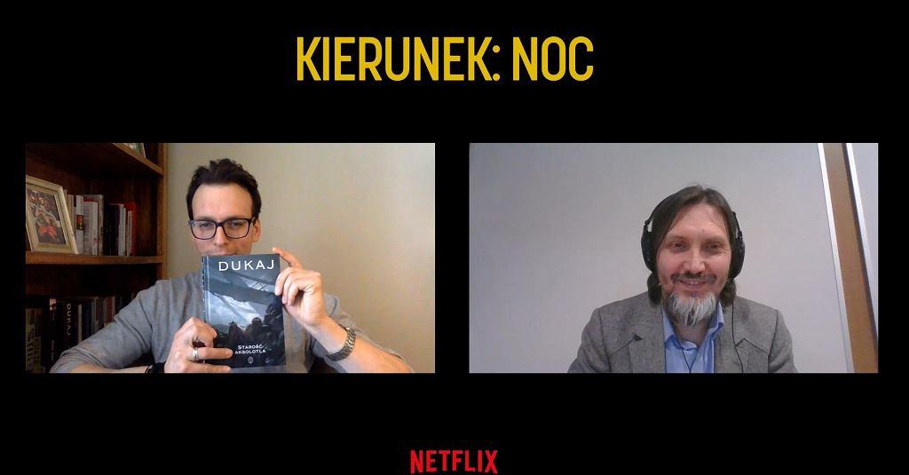Ksawery Szlenkier pokazuje, że powieść Dukaja ma pod ręką. Po prawej Marek Krześniak, przeprowadzający ten wywiad.