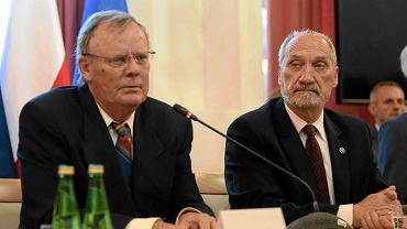 Konferencja ekspertów Macierewicza