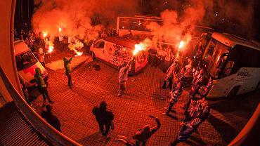 Kibice odpalili race po meczu z Vive