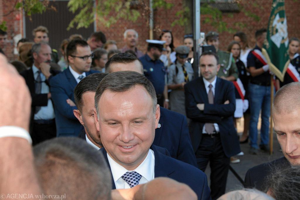 Andrzej Duda w Zgorzelcu próbował uspokoić mieszkańca zaniepokojonego zamykaniem zakładu pracy
